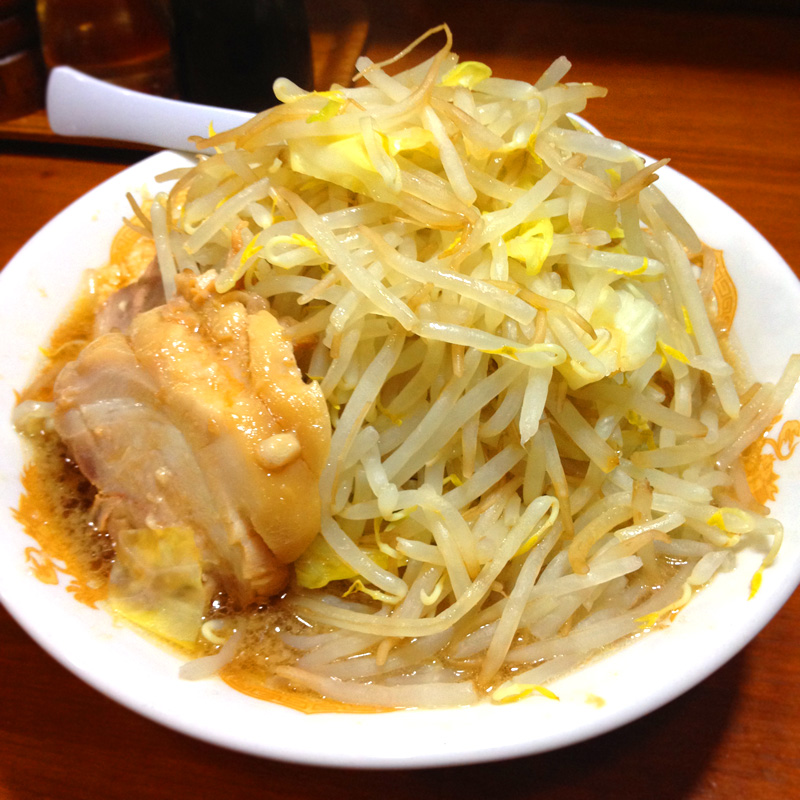 ラーメン二郎インスパイア系の東京中野Kaeru「らーめん野菜マシマシ」